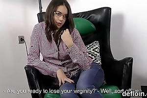 Sensual spread out opens up yummy fuckbox and gets devirginized