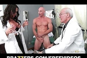 Beautiful doctor's assistant destiny dixon bonks her hung patient