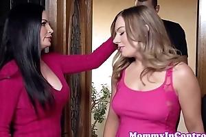 Amazing stepmom teaching putting to engulf a jock
