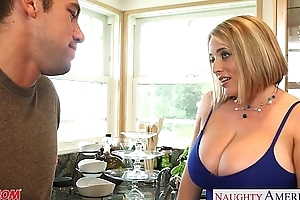 Voluptuous golden-haired mommy maggie green gives titjob